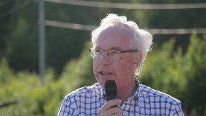 Svein Holtedahl fortalte om egen barndom i området nær Kjær gård.