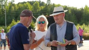 Tor Bjørvik (Hedrum Historielag) takket ekteparet Meum behørig og overrakte en bok for at de 3 historielagene fikk komme til vakre Kjær gård.